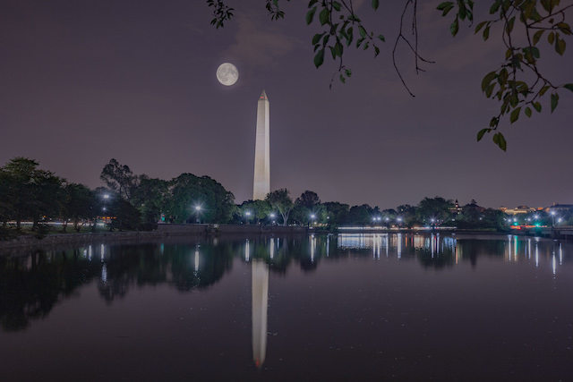 Night Photography on the Mall-Vinod Thomas